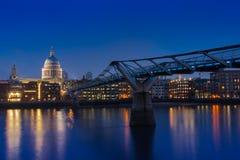 Jahrtausendbrücke Stockfotos