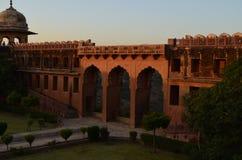 Jaigarh堡垒的片段在有日落颜色的斋浦尔印度 免版税库存照片