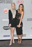 Jaime King y Jessica Alba foto de archivo