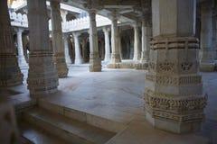 Jain висок в Ranakpur, Индии, Раджастхане Chaumukha Mandir она стоковое изображение