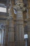 Jain висок в Ranakpur, Индии, Раджастхане Chaumukha Mandir она стоковая фотография rf