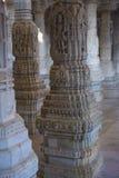 Jain висок в Ranakpur, Индии, Раджастхане Chaumukha Mandir она стоковые изображения