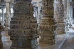Jain висок в Ranakpur, Индии, Раджастхане Chaumukha Mandir она стоковая фотография