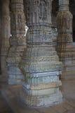 Jain висок в Ranakpur, Индии, Раджастхане Chaumukha Mandir она стоковые фотографии rf