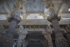 Jain висок в Ranakpur, Индии, Раджастхане Chaumukha Mandir стоковые изображения rf