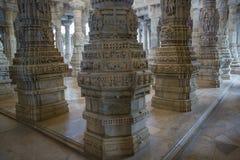 Jain висок в Ranakpur, Индии, Раджастхане Chaumukha Mandir стоковое изображение rf