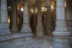 Jain висок в Ranakpur, Индии, Раджастхане Chaumukha Mandir стоковая фотография