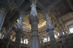 Jain висок в Ranakpur, Индии, Раджастхане Chaumukha Mandir стоковые фотографии rf