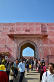 Jaipur, Índia - 29 de dezembro de 2014: Os povos visitam o palácio da cidade em Jaipur Fotografia de Stock
