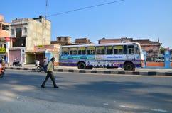 Jaipur, Índia - 30 de dezembro de 2014: Povos indianos na rua em Jaipur Fotos de Stock