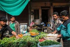 JAIPUR, ÍNDIA - 12 DE JANEIRO DE 2018: Troca de rua Loja vegetal fotos de stock royalty free