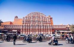 JAIPUR, ΙΝΔΙΑ - 17 ΙΑΝΟΥΑΡΊΟΥ: Hawa Mahal ή θέση των ανέμων ή του αερακιού J Στοκ Φωτογραφίες
