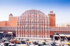 JAIPUR, ΙΝΔΙΑ - 17 ΙΑΝΟΥΑΡΊΟΥ: Hawa Mahal ή θέση των ανέμων ή του αερακιού J Στοκ Φωτογραφία