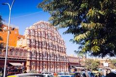 JAIPUR, ΙΝΔΙΑ - 17 ΙΑΝΟΥΑΡΊΟΥ: Hawa Mahal ή θέση των ανέμων ή του αερακιού J Στοκ εικόνες με δικαίωμα ελεύθερης χρήσης
