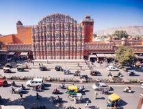 JAIPUR, ΙΝΔΙΑ - 17 ΙΑΝΟΥΑΡΊΟΥ: Hawa Mahal ή θέση των ανέμων ή του αερακιού J Στοκ Εικόνα