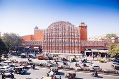 JAIPUR, ΙΝΔΙΑ - 17 ΙΑΝΟΥΑΡΊΟΥ: Hawa Mahal ή θέση των ανέμων ή του αερακιού J Στοκ φωτογραφίες με δικαίωμα ελεύθερης χρήσης