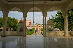 JAIPUR, ΙΝΔΙΑ - 19 ΣΕΠΤΕΜΒΡΊΟΥ 2017: Όμορφη εσωτερική άποψη ενός σύνθετου κτηρίου στην πόλη του Jaipur με ένα πανέμορφο ναυπηγείο Στοκ Εικόνα