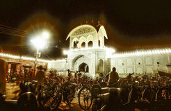 Jaipur a décoré des lumières pour le festival de diwali par nuit Photos stock
