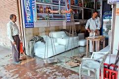 Jaipur, Inde - Jule 29 : Glace indienne de vente de vendeur dans un jour chaud sur Jule 29, 2011, Jaipur, Inde Photographie stock