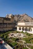 Jaipur, India - December29, 2014: Turystyczna wizyta Sukh Niwas Trzeci podwórze w Złocistym forcie Obrazy Stock