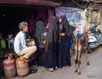 Jaipur, India, scene quotidiane della gente locale fotografia stock libera da diritti