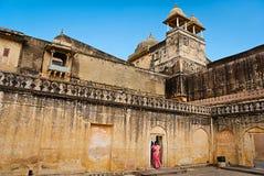 JAIPUR, INDIA-SEPT 26: Indische Touristen in Amber Fort Sept 26, 2 Stockfotos