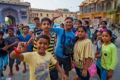 Jaipur India, Wrzesień, - 20, 2017: Zamyka up dzieci bawić się w ulicie w Jaipur mieście w India Zdjęcia Royalty Free