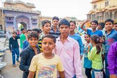 Jaipur India, Wrzesień, - 20, 2017: Zamyka up dzieci bawić się w ulicie w Jaipur mieście w India Zdjęcia Stock