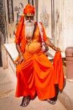 JAIPUR INDIEN - APRIL 01, 2012: Stående av den odefinierade indiska sadhuen - helig man, Jaipur, Indien Arkivfoton