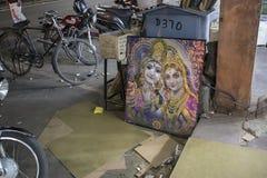 JAIPUR INDIEN, DEC 2016: Indiska religiösa objekt och bilder av in Arkivfoton