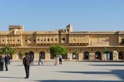 Jaipur, Indien - 29. Dezember 2014: Leutebesuch Amber Fort nahe Jaipur Lizenzfreie Stockbilder