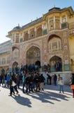 Jaipur, Indien - 29. Dezember 2014: Touristenbesuch Amber Fort in Jaipur Stockbild