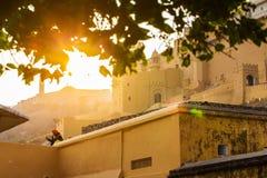 JAIPUR INDIEN - JANUARI 12, 2018: Solnedgång Afton i fortet Amer india Arkivfoton