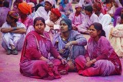JAIPUR, INDIEN - 17. MÄRZ: Leute bedeckt in der Farbe auf Holi festiv Lizenzfreie Stockfotografie