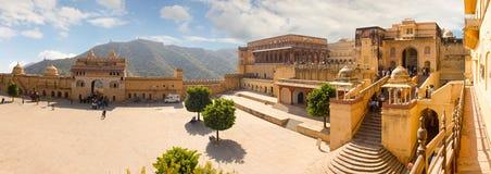 Jaipur Indien, november 10, 2011: Panorama med hög upplösning Amer Fort Royaltyfri Fotografi