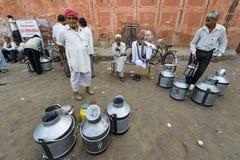 Jaipur Indien-September 09, 2015: Dagliga traditionella mjölkar marknad a Royaltyfria Foton