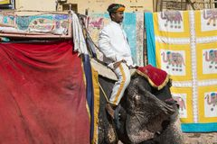 JAIPUR INDIEN - SEPTEMBER 18, 2017: Oidentifierade manrittanständigheter Royaltyfria Foton