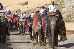 JAIPUR INDIEN - SEPTEMBER 18, 2017: Oidentifierade manrittanständigheter Royaltyfri Foto