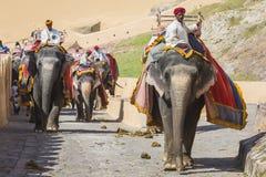 JAIPUR INDIEN - SEPTEMBER 18, 2017: Oidentifierade manrittanständigheter Royaltyfri Bild