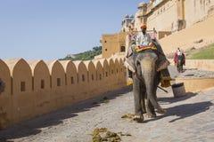 JAIPUR INDIEN - SEPTEMBER 18, 2017: Oidentifierade manrittanständigheter Arkivfoto