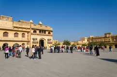 Jaipur, la India - 29 de diciembre de 2014: Visita turística Amber Fort cerca de Jaipur Foto de archivo