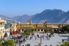 Jaipur, la India - 29 de diciembre de 2014: Visita turística Amber Fort cerca de Jaipur Fotos de archivo libres de regalías