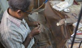 "JAIPUR, Rajasthan, †da Índia ""dezembro de 2016: Joalheiro indiano que faz Fotos de Stock Royalty Free"