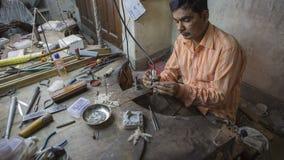 JAIPUR, Rajasthan, India – DEC, 2016: Indian Jeweler making an Royalty Free Stock Images
