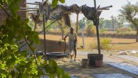 JAIPUR, Rajasthan, India †'DEC, 2016: Tekstylny barwiarstwo z natu Fotografia Royalty Free