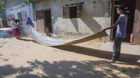 JAIPUR, Rajasthan, India †'DEC, 2016: Tekstylny barwiarstwo z natu Obraz Stock