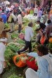 JAIPUR, RAJASTHAN INDIA, GRUDZIEŃ, - 06, 2017: Ruchliwie kolorowy warzywo rynek blisko miasto pałac Obraz Stock