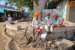 JAIPUR, RAJASTHAN INDIA, GRUDZIEŃ, - 06, 2017: Ruchliwie kolorowy warzywo rynek blisko miasto pałac Zdjęcie Royalty Free