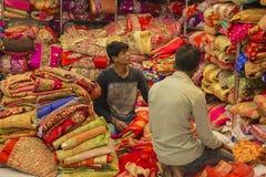 JAIPUR Rajasthan, Indien —DEC, 2016: Sari Shop Indier Tradit fotografering för bildbyråer