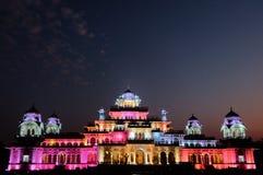 Jaipurs Albert Hall Museum nachts lizenzfreie stockbilder